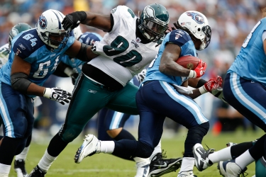 Philadelphia Eagles defensive tackle Antonio Dixon moves towards the ball carrier during the NFL Game between the Tennessee Titans and the Philadelphia Eagles. The Titans won 37-19 at LP Field in Nashville, Tennessee on Sunday October 24th 2010. (Photo By /Brian Garfinkel) via Wikipedia: https://commons.wikimedia.org/wiki/File:Antonio_Dixon.JPG